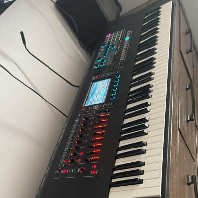 Roland Fantom 7 Workstation W/ Gator case!