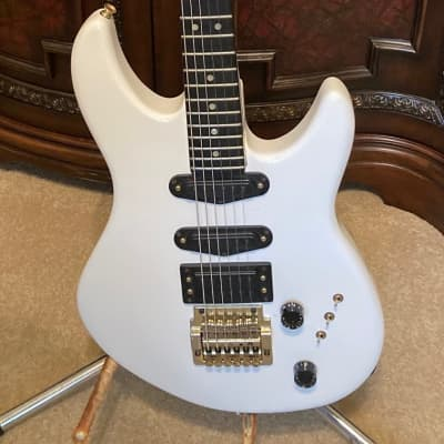 Peavey Impact I - 1985-1987, White with Hard Shell Case for sale