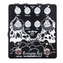 Earthquaker Devices Avalanche Run v2 Stereo Delay and Reverb CME Exclusive Black/White