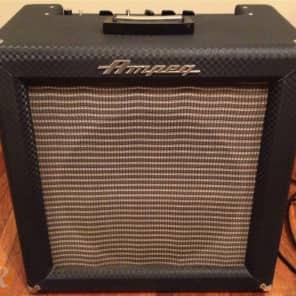 "Ampeg R-15R Superbreverb 3-Channel 25-Watt 1x15"" Guitar Combo"