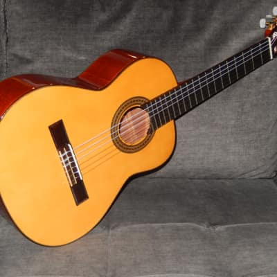 MADE IN SPAIN - ARIA AC50A - VERY SWEETLY SOUNDING  ALTO/REQUINTO CONCERT GUITAR