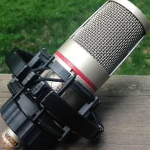 AKG C4000B Multi-Pattern Condenser Microphone