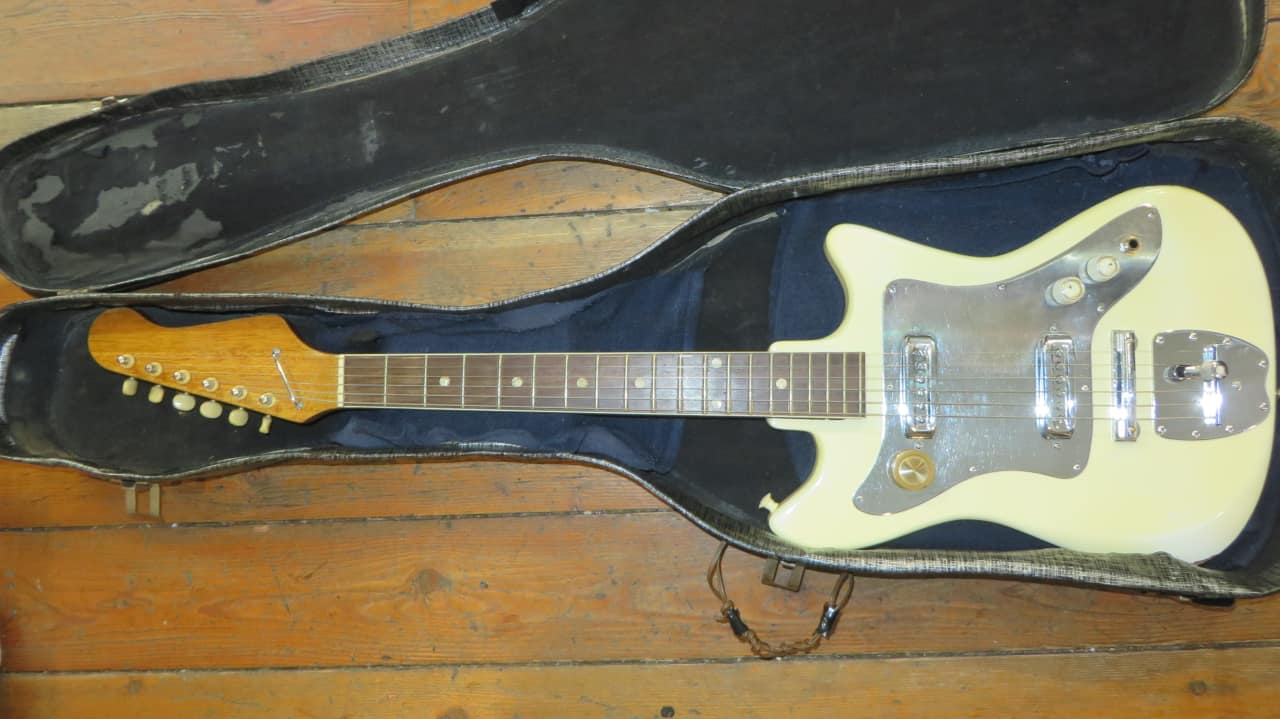 rare vintage 1960 39 s japanese electric guitar w case very reverb. Black Bedroom Furniture Sets. Home Design Ideas