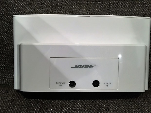 Bose Sound Dock II Mint! White with grey grill, comes with charger and  remote control