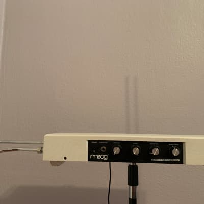 Moog Etherwave Standard Theremin 2010s White
