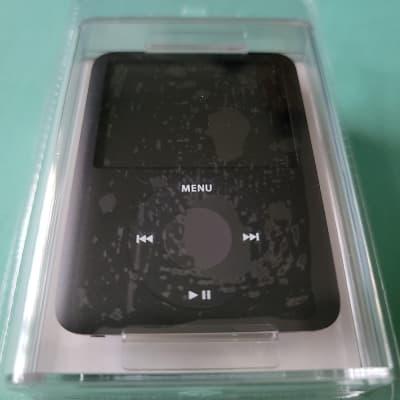 Apple  MB263LL/A iPod nano 8GB