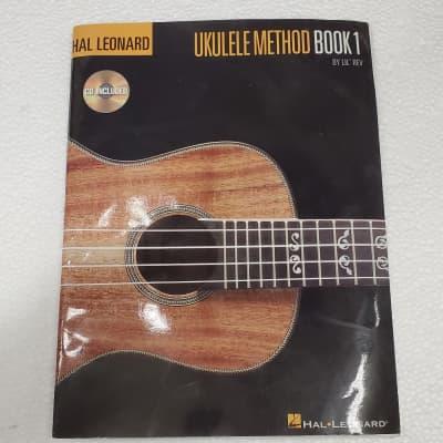 Hal Leonard UKULELE METHOD BOOK 1 by LiL' REV
