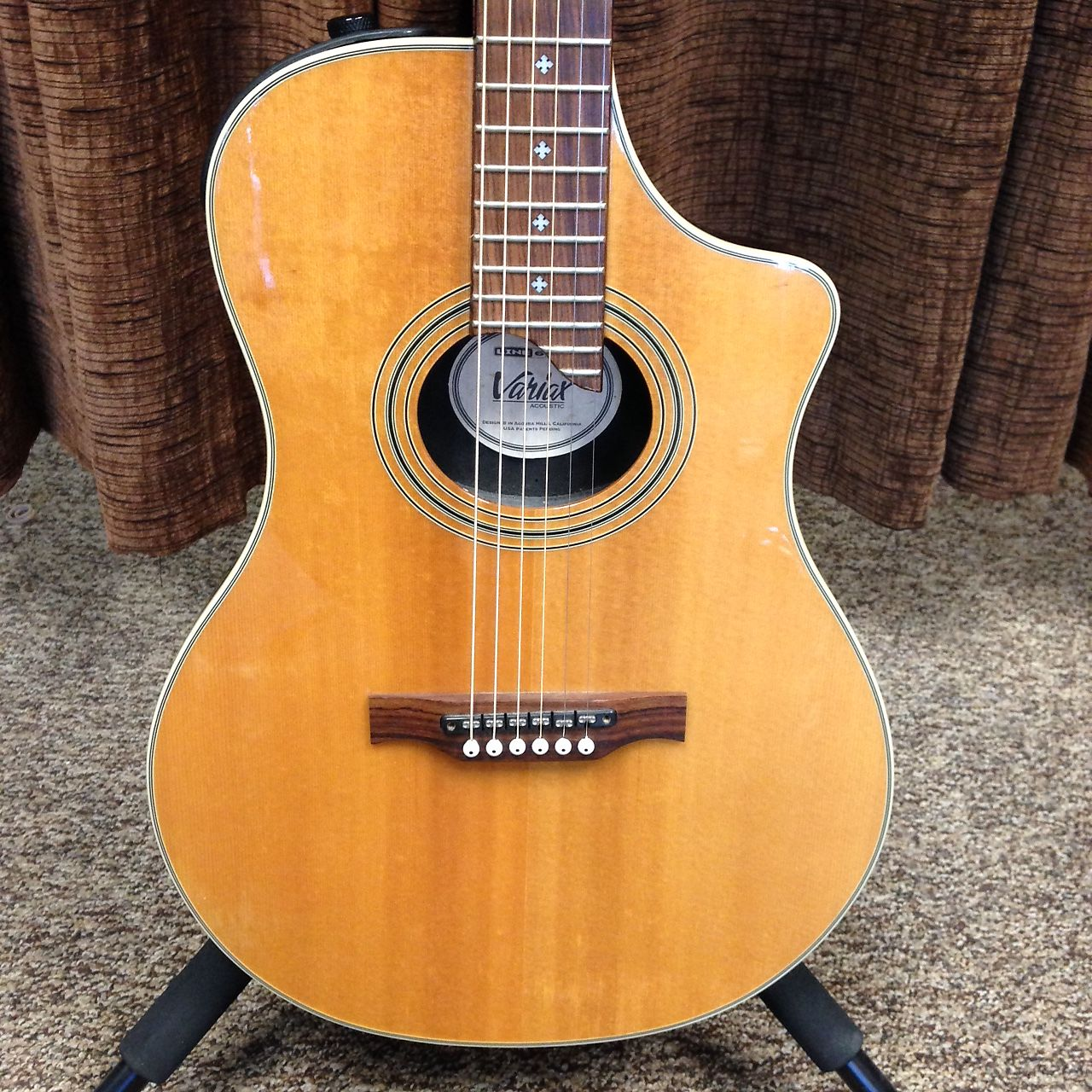 Line 6 Variax 700 Acoustic Natural Modeling Guitar With Gigbag