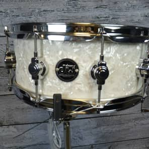 "DW Performance Series 5.5x14"" Maple Snare Drum"