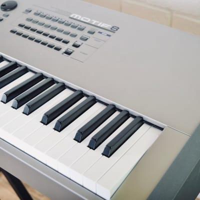 Yamaha Motif 8 88 key piano keyboard workstation in near mint condition
