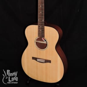Eastman PCH1-OM Pacific Coast Highway Series Solid Sitka Spruce Top Orchestra Model Natural