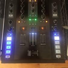 Native Instruments - Traktor Kontrol Z2 DJ Controller and Hardware Mixer w/ Software