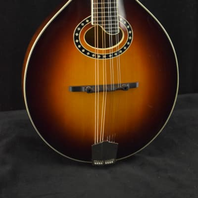 Eastman MD504-CS A-Style Oval-Hole Mandolin Classic Sunburst