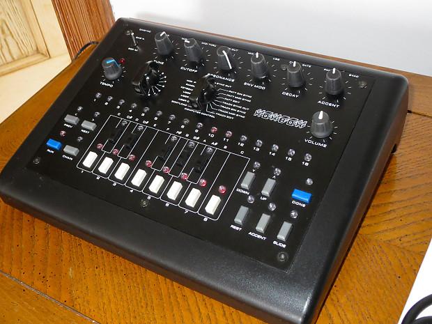 x0xb0x TB-303 Bass-Line Analogue Synthesizer Clone xoxbox with Sokkos OS  1 9 1 + PSU & Cables