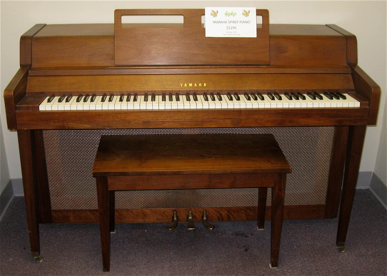 yamaha spinet acoustic upright piano reverb. Black Bedroom Furniture Sets. Home Design Ideas
