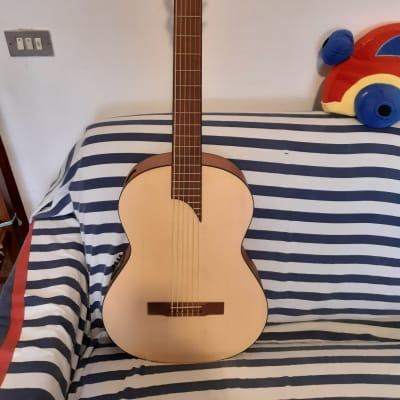 Chitarra  classica basso EQ  APC for sale