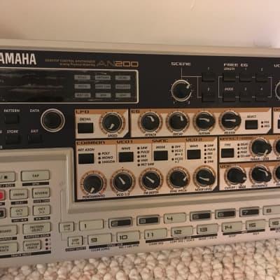 Yamaha VSS-200 Sampling Keyboard - 8 Bit Lo-Fi Sampler - | Reverb