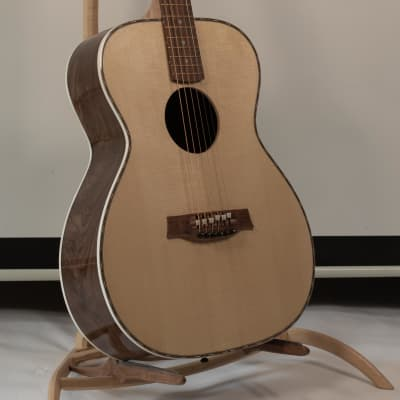 Luthier Portland Guitar OM Rosewood with Spruce  and Case for sale