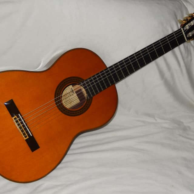 MADE IN LATE 1970s - GREAT YAMAHA C300 - CLASSICAL GUITAR IN MINT(Y) CONDITION image