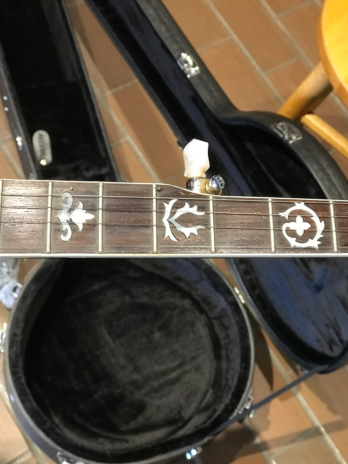 1980's Iida model 235 5 String Banjo with new hardshell case