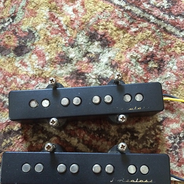 Fender 4 String Jazz Bass Noiseless Pickups And Deluxe