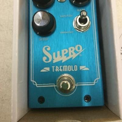 Supro 1310 Tremolo Amplitude and Harmonic Tremolo
