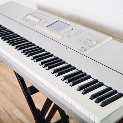 Korg M3 88 key piano keyboard synthesizer in Excellent condition