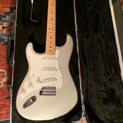 Fender American Standard Stratocaster Left-Handed with Maple Fretboard 2011 Blizzard Pearl for sale