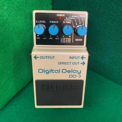Boss DD-3(b) Digital Delay 2001 - 2019 White