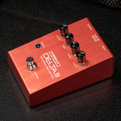 Mission Engineering DELTA-III Tri-Stage All-Analog Distortion Pedal with Digital Bypass -Display