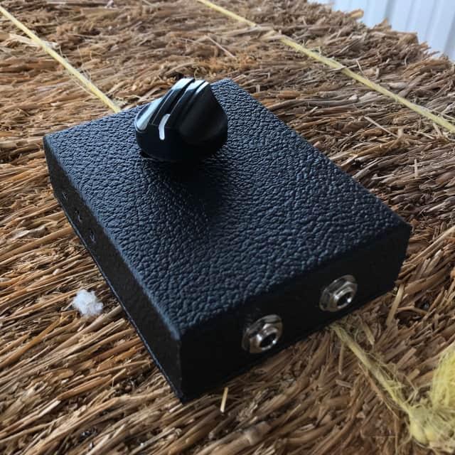 Stami's Customs - Black Bird 4 Ohm 85 Watt Speaker Attenuator for Tube Amp in Black Tolex image