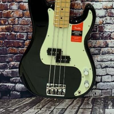 Fender American Pro  Precision Bass®, Maple Fingerboard, Black with case - DEMO