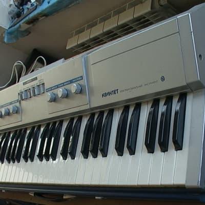 USSR analog synthesizer 'KVINTET' polivoks plant strings organ juno 106