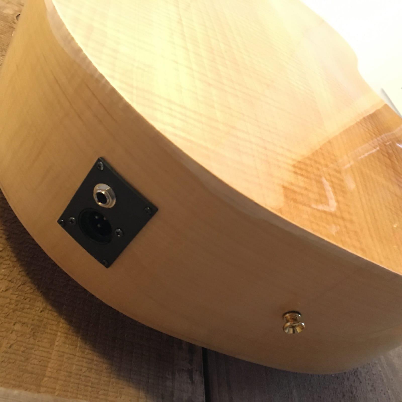 Sierra SJS98CE Tahoe Solid-Top Jumbo Cutaway Acoustic Electric Guitar Natural