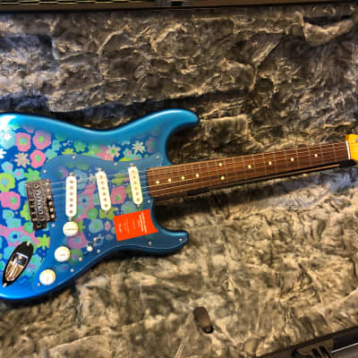 Fender  Fender Traditional 60s Stratocaster Blue Flower with Gigbag for sale