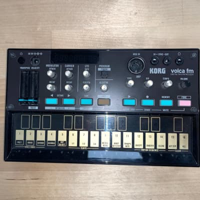 Korg Volca FM Digital Synthesizer with Sequencer  (modèle d'exposition).
