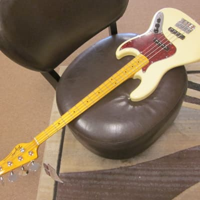 Tagima Woodstock 73 electric bass in  vintage white for sale