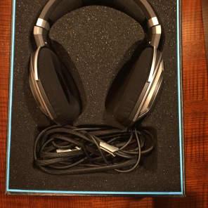 Sennheiser HD700 Audiophile & Mastering Headphones - Open