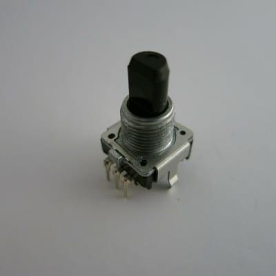 Roland - XV-88 , MC-808 , MC -307 , KR-1077 , KE-7, VP-770 , RD-700NX - Encoder