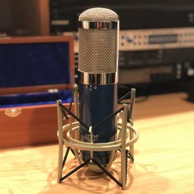 MXL 4000 - Multi-Pattern FET Studio Condenser Microphone