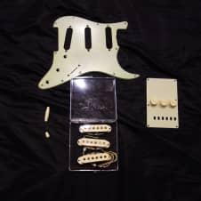 Fender Custom Shop '60 Strat Pickup and Pickguard Set Relic 2016 Aged Cream