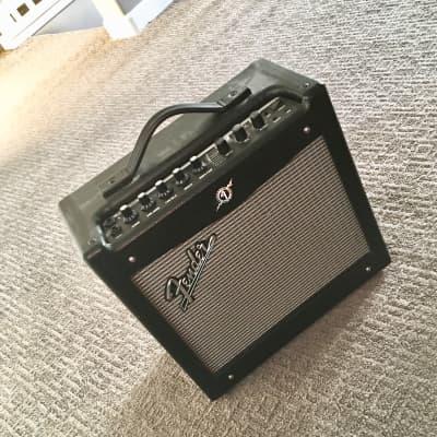 "Fender Mustang I V.2 20-Watt 1x12"" Modeling Guitar Combo 2018 black"