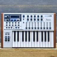 Arturia KeyLab 25 (B2) Compact Hybrid Synthesis 25-Key MIDI Controller Keyboard