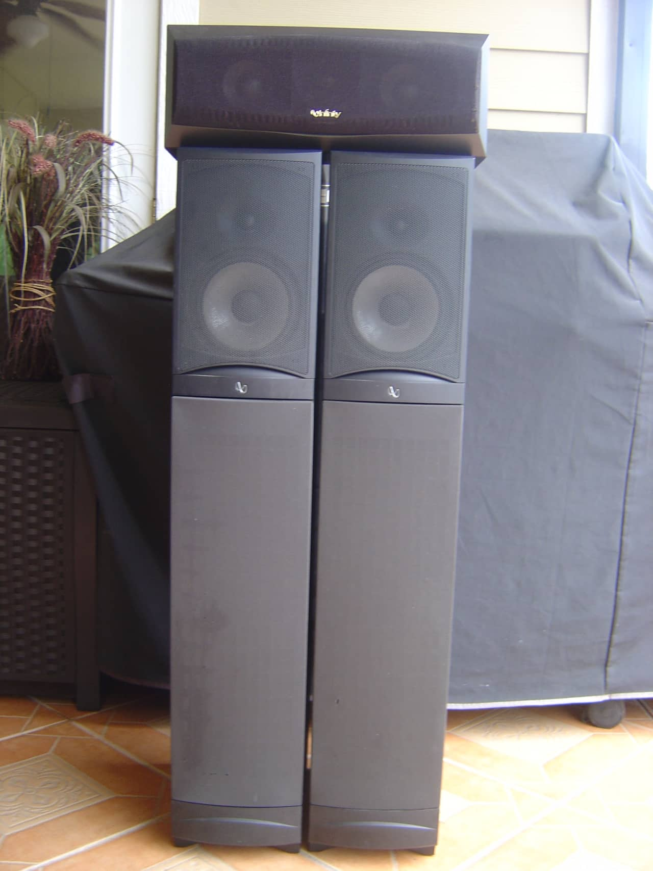 Infinity rs8 speakers