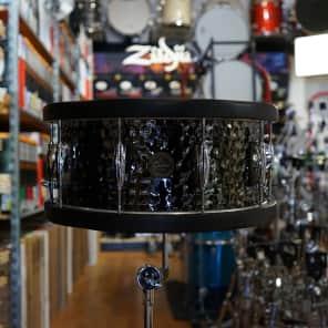 """Gretsch Full Range Series 6.5x14"""" Hammered Steel Snare Drum w/ Wood Hoops"""