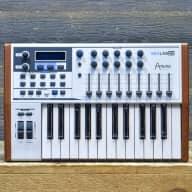 Arturia KeyLab 25 (B1) Compact Hybrid Synthesis 25-Key MIDI Controller Keyboard