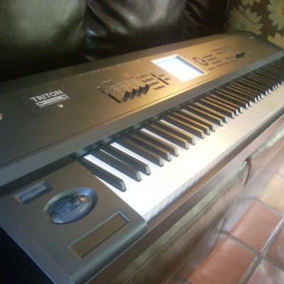 Korg Triton Extreme 88 Key Synthesizer , Fast Safe Ship