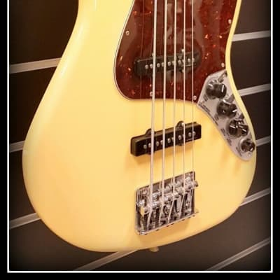 Fender Deluxe Active Jazz Bass V Rosewood, Vintage White for sale