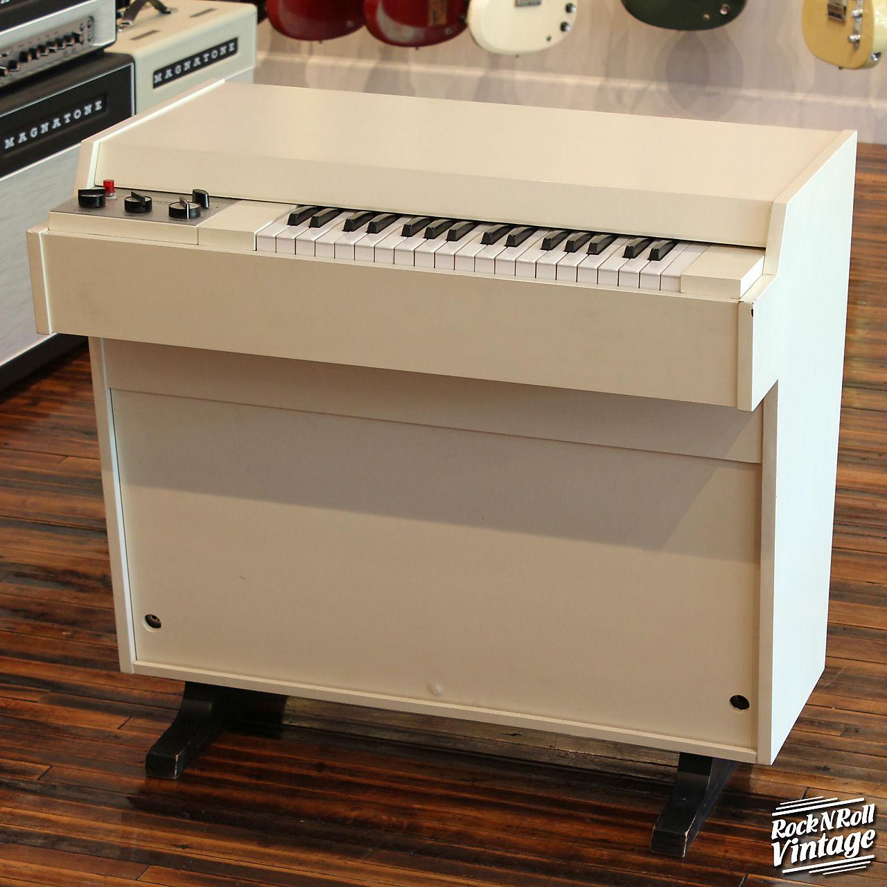Streetly Electronics Mellotron M400