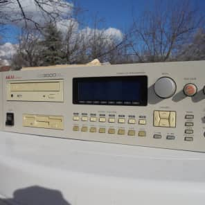 Akai CD3000XL Sampler